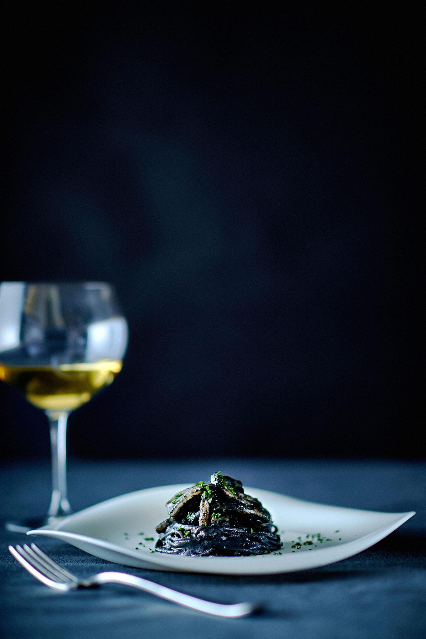 イカ墨のスパゲッティ、道産のスルメイカで