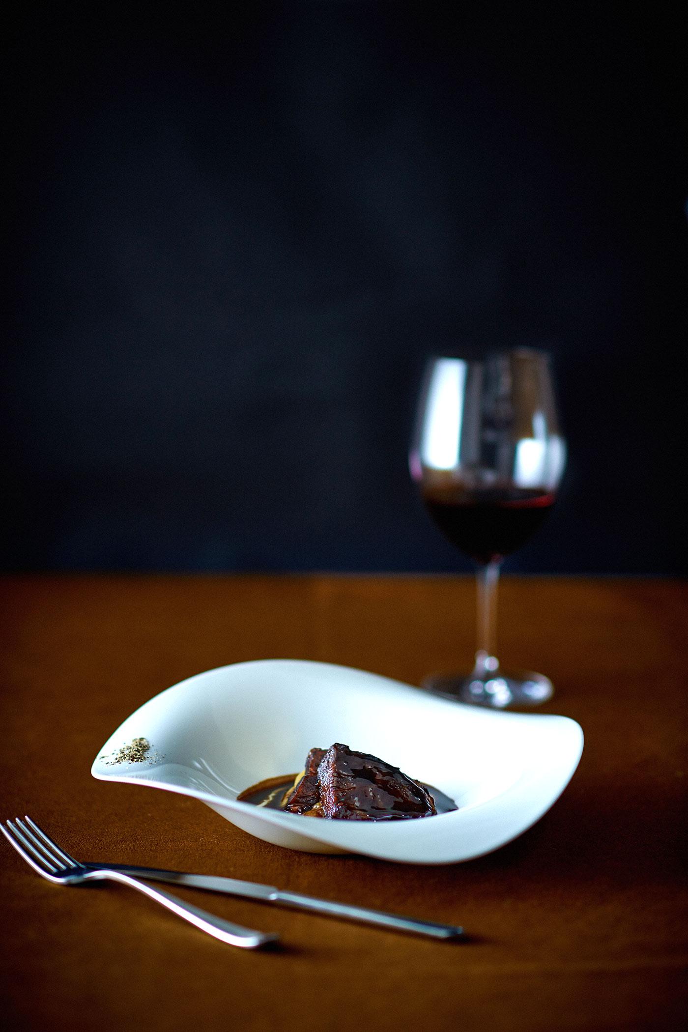 牛ほほ肉の赤ワイン煮込み